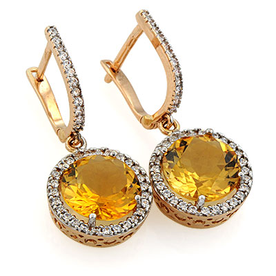 серьги пусеты с бриллиантами на ушах